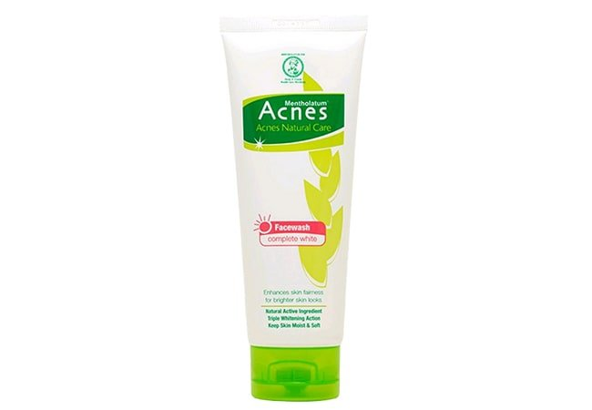 Acnes Natural Care Complete White Facewash
